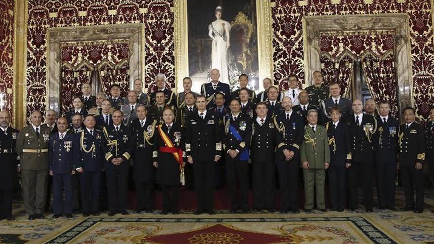 El Rey recibe en el Palacio Real a los agregados militares de 26 países