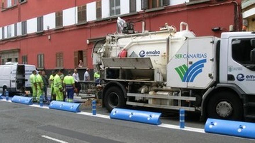 Camión de la compañía Emalsa.