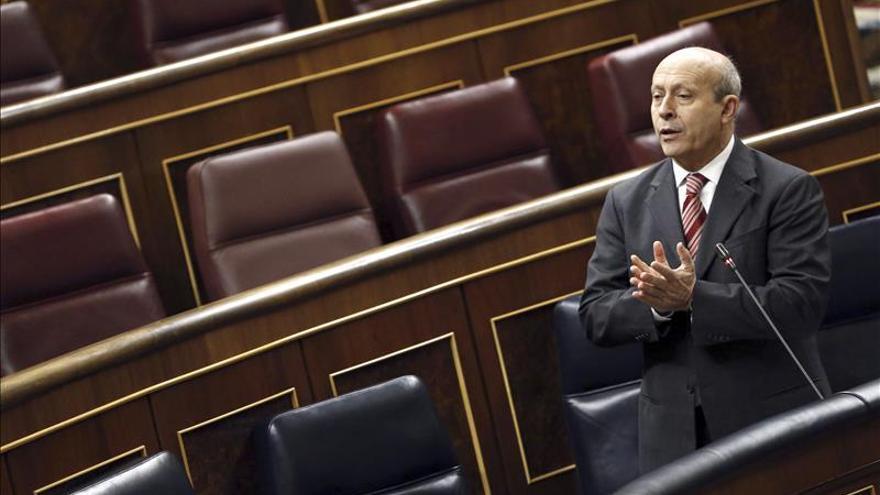 El ministro José Ignacio Wert, solo en la tribuna del Congreso de los Diputados. /EFE