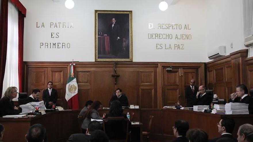 Autorizan a cuatro mexicanos a consumir marihuana con fines recreativos