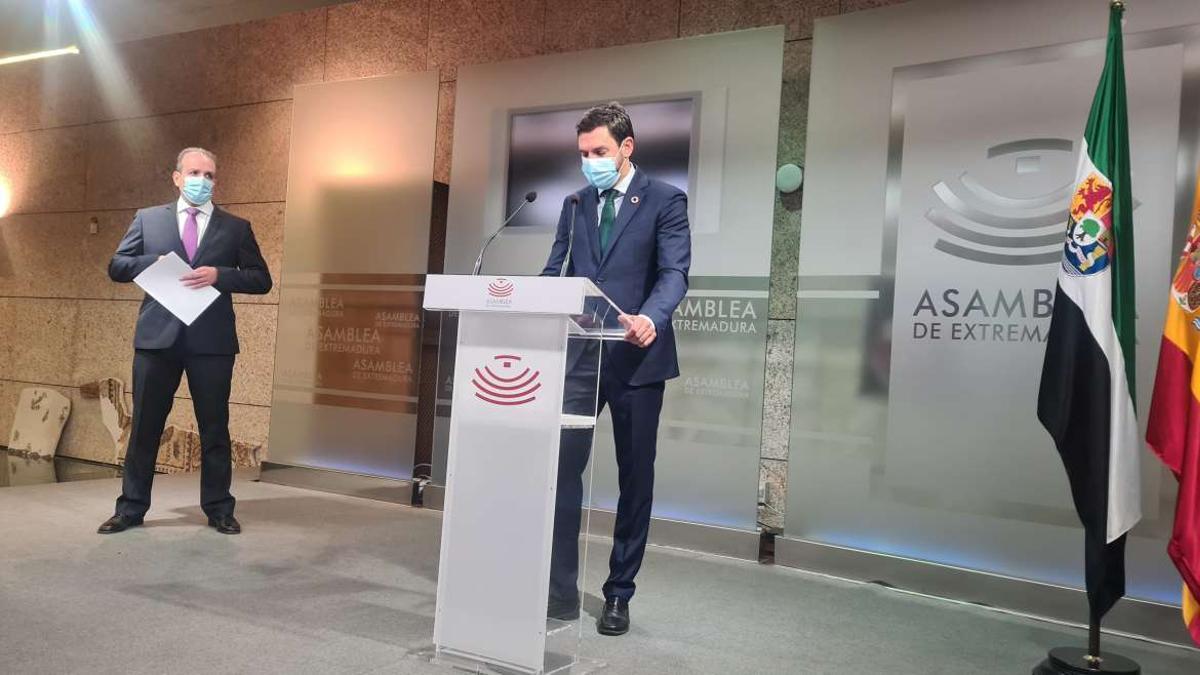 Rubén Rubio y Víctor García presentando el proyecto de cuentas 2021