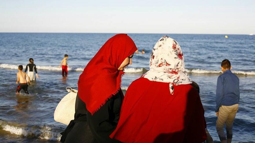 Nisreem y sus hijos conocen el mar por primera vez en España | Imagen cedida a eldiario.es