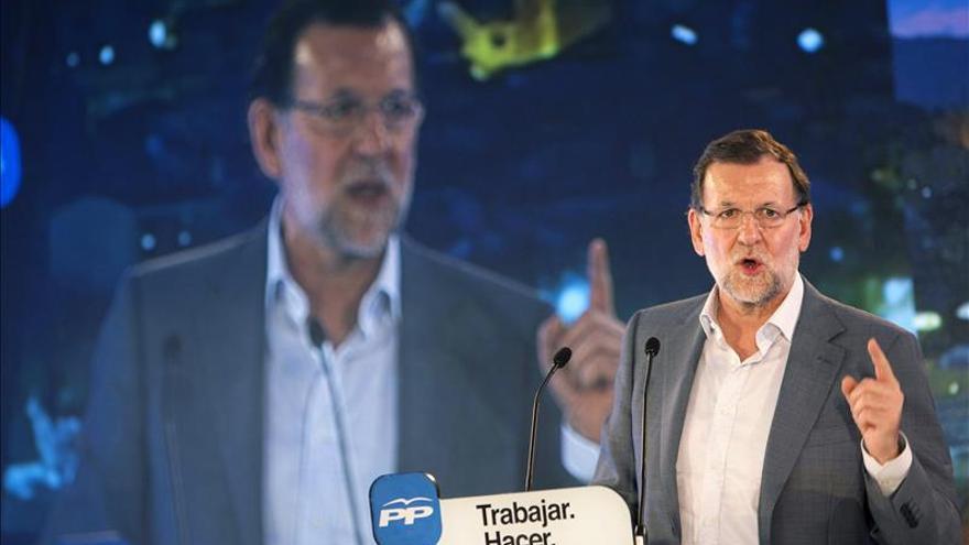 """Rajoy afirma que el PP pacta con la gente y no con los """"54 algunos"""" que acaban de llegar"""