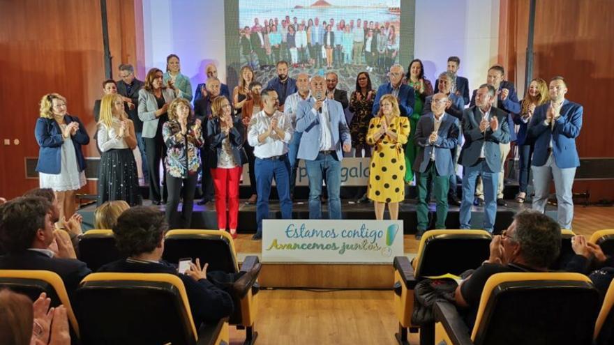 Personas que integran la plancha de CC al Ayuntamiento de Granadilla, en un acto reciente, con Rubén García a la derecha, en la fila delantera