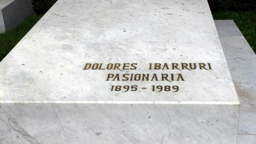 Madrid se ofrece a reparar las tumbas de Pasionaria y Pablo Iglesias