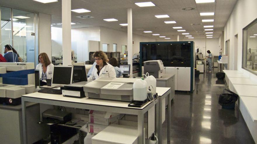 El laboratorio del hospital de Dénia, el día en que fue inaugurado en 2009.