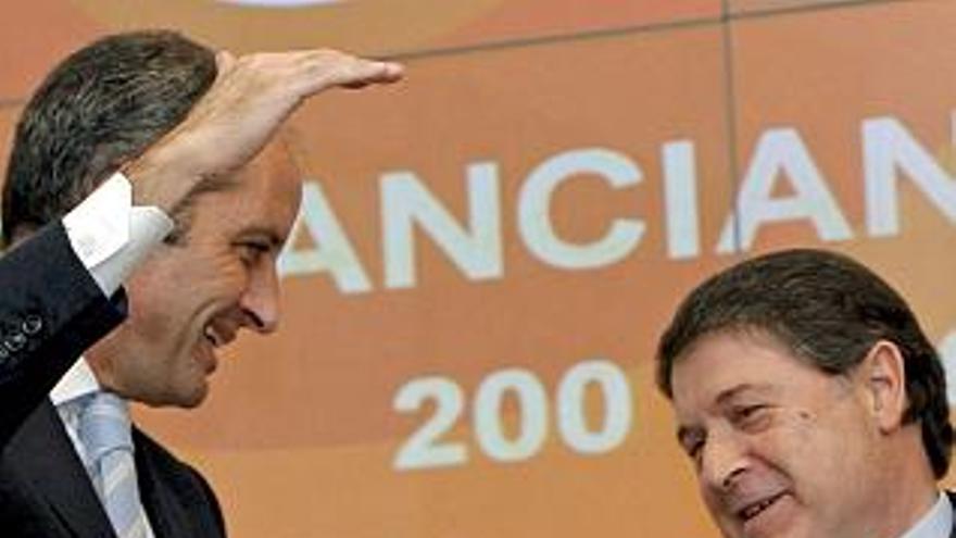Francisco Camps y José Luis Olivas, presidentes de la Generalitat y Bancaja en 2007, fecha del rescate de Kelme.