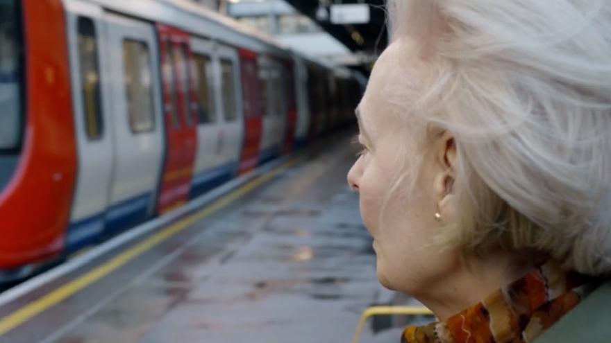 Captura del corto de Luke Flanagan que cuenta la historia tras la voz de 'Mind the Gap'
