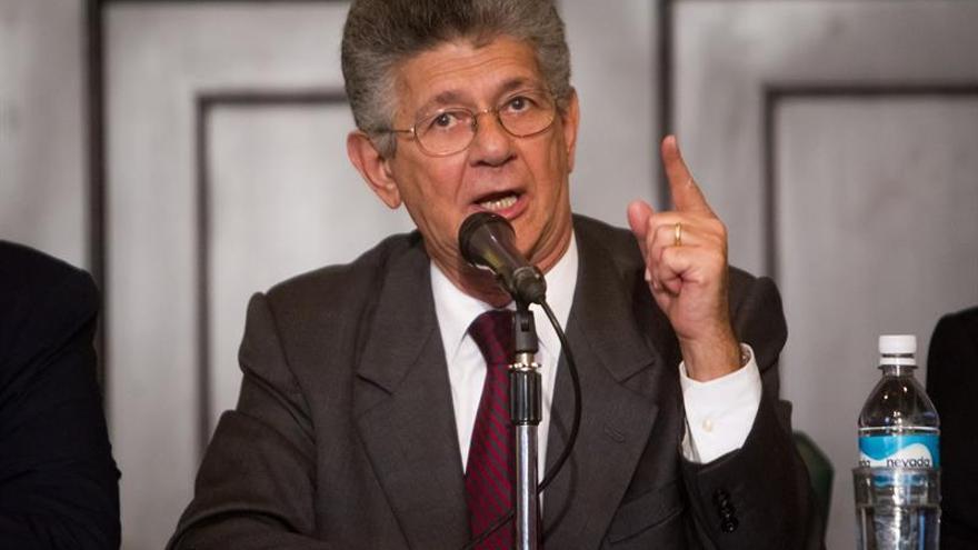 El jefe del Parlamento venezolano dice que no pueden levantar inmunidad sin delitos