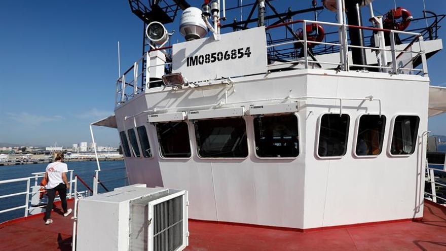 El Ocean Viking espera en el Mediterráneo con 84 personas rescatadas a bordo.