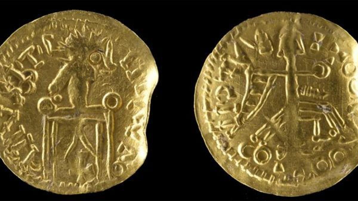 Foto de archivo con monedas de oro antiguas