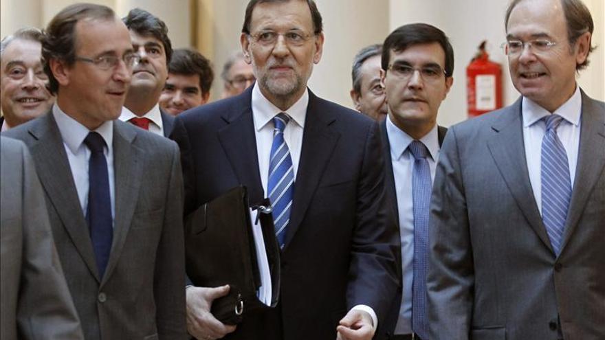 Rajoy, antes de comparecer en el Senado.