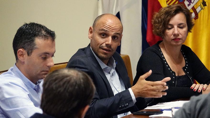 Alfonso Cabello, concejal de Promoción Económica, en el centro de la imagen