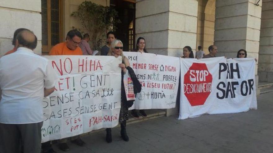 Imagen de una protesta de la PAH de la Safor-Valldiga