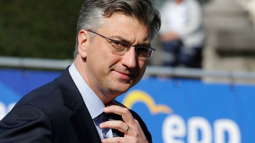 El primer ministro croata, Andrej Plenkovic, l.