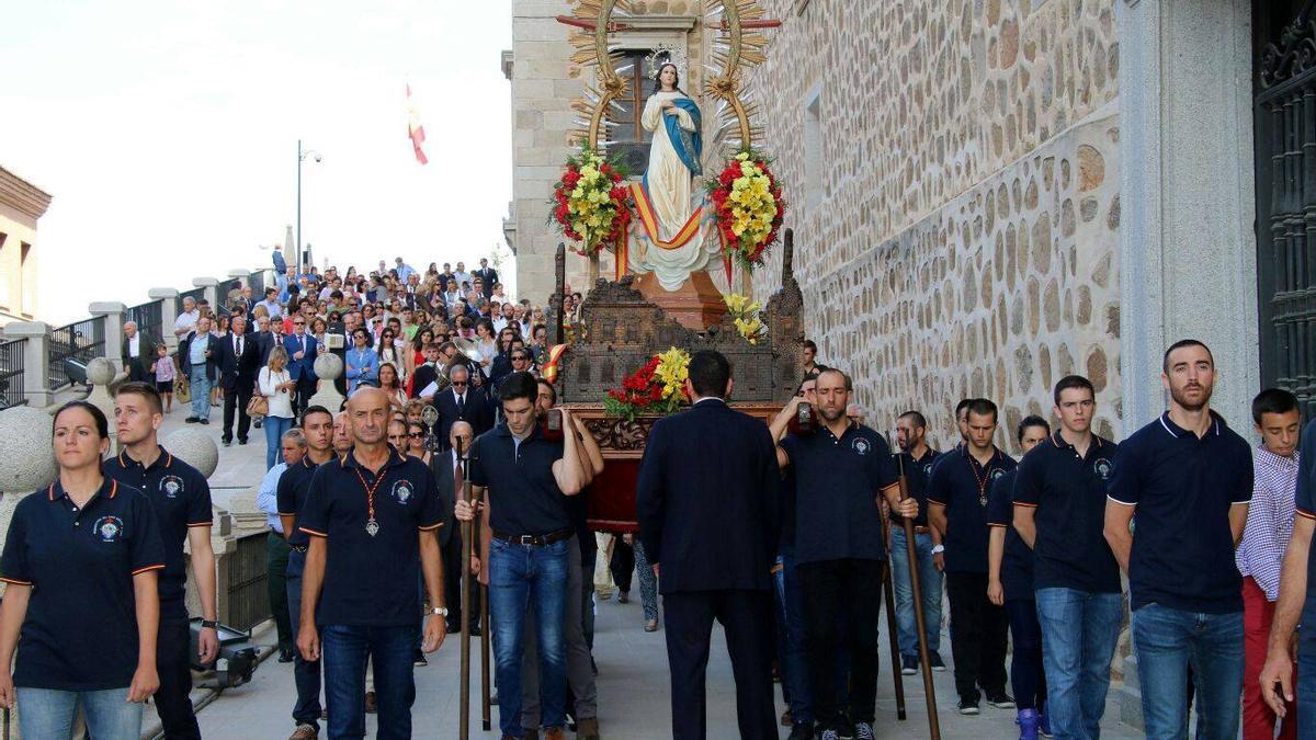 Procesión de la Hermandad de Nuestra Señora Santa María del Alcázar en 2016.