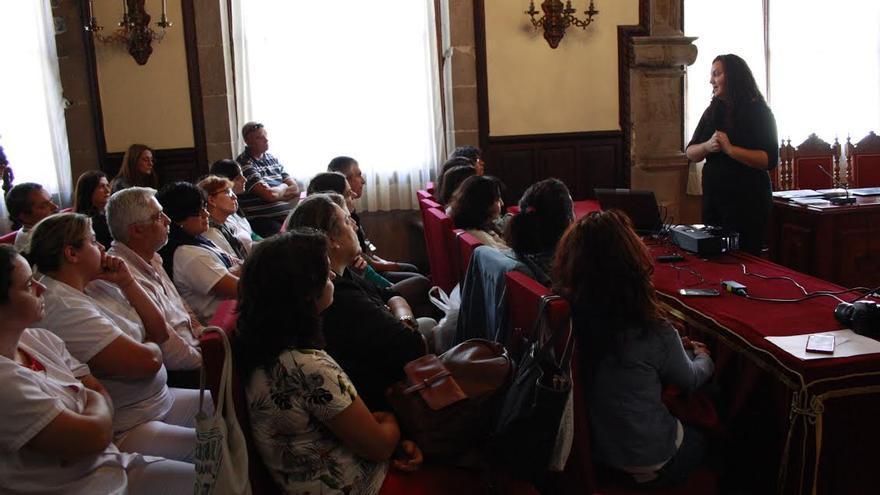 En la imagen, una de  sesiones formativas del Ayuntamiento en colaboración con la Fundación Canaria para el Sordo.
