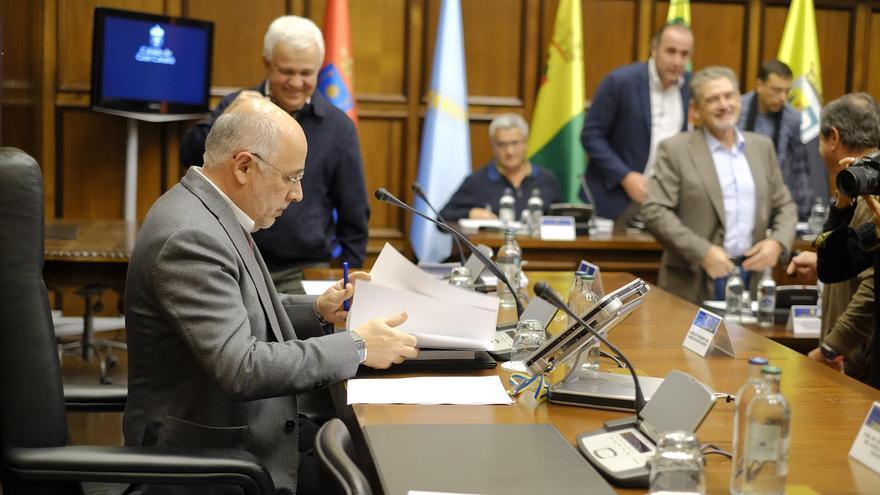El presidente insular, Antonio Morales, en el transcurso de la Asamblea de Alcaldes de Gran Canaria.