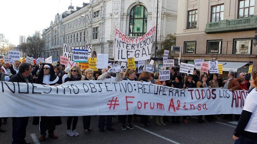 Cientos de afectados de Fórum y Afinsa reclaman justicia once años después