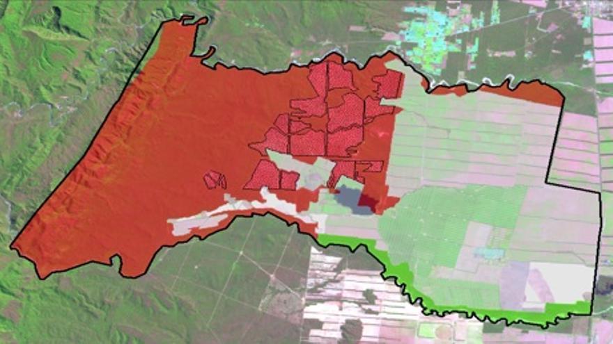 Desmontes (1.800 Ha) en el interior de la finca de La Moraleja sobre zonas de Categoría I, de máxima protección, según el Ordenamiento Territorial del Bosque Nativo de la provincia de Salta. Imagen Landsat 5 TM (09/09/2012)