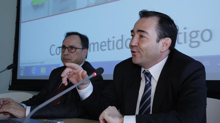 Vicent Soler, conseller de Hacienda, y Manuel Illueca, presidente de Afín SGR, en una rueda de prensa.