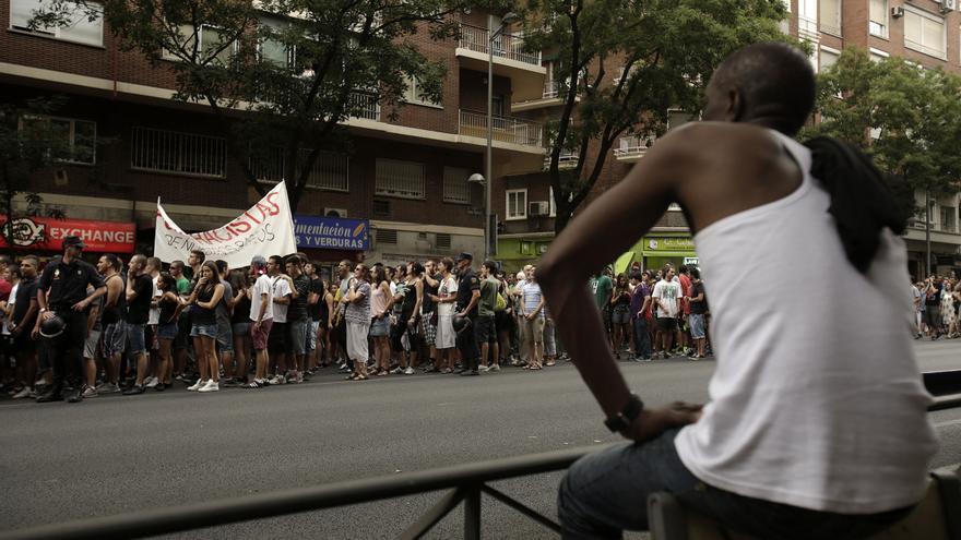 Cerca de 800 personas de todas las edades recorrieron el barrio ante un gran despliegue policial.