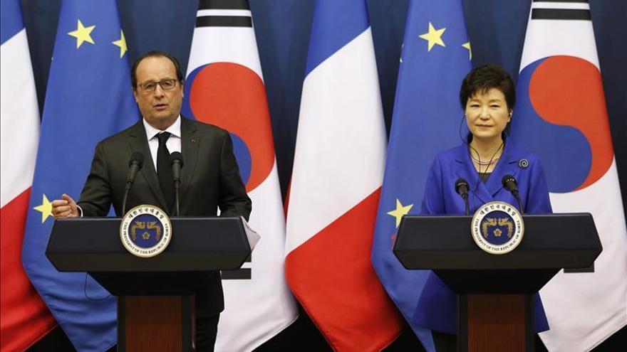 Hollande y Park instan a Pyongyang a que renuncie a su programa nuclear