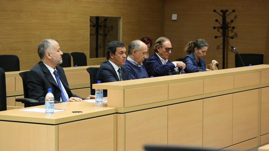 Cinco de los acusados en el caso eólico (Celso Perdomo, Honorato López, Enrique Guzmán, José Ignacio Esquivel y Mónica Quintana). ALEJANDRO RAMOS