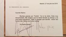 Tarjetón oficial del presidente del Gobierno para felicitar al autor de Fariña, Nacho Carretero