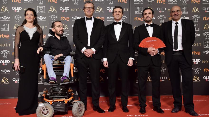 Mariano Barroso, Nora Navas y Rafael Portela junto a Pablo Echenique, Pablo Casado y Alberto Garzón