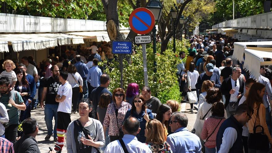 La Fira del Llibre en los jardines de Viveros de Valencia