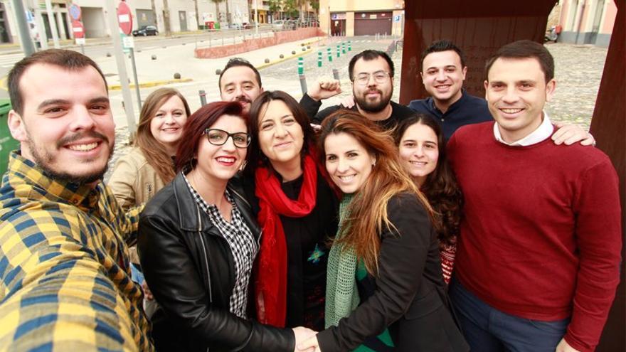 Rosa Pérez Garijo junto a parte de su equipo de 'Endavant l'Esquerra'