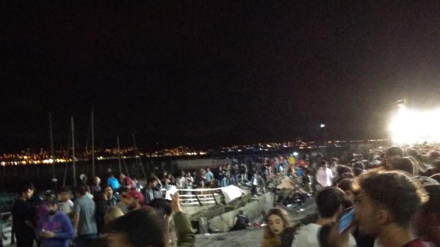 Zona de la pasarela del Náutico de Vigo hundida durante el concierto