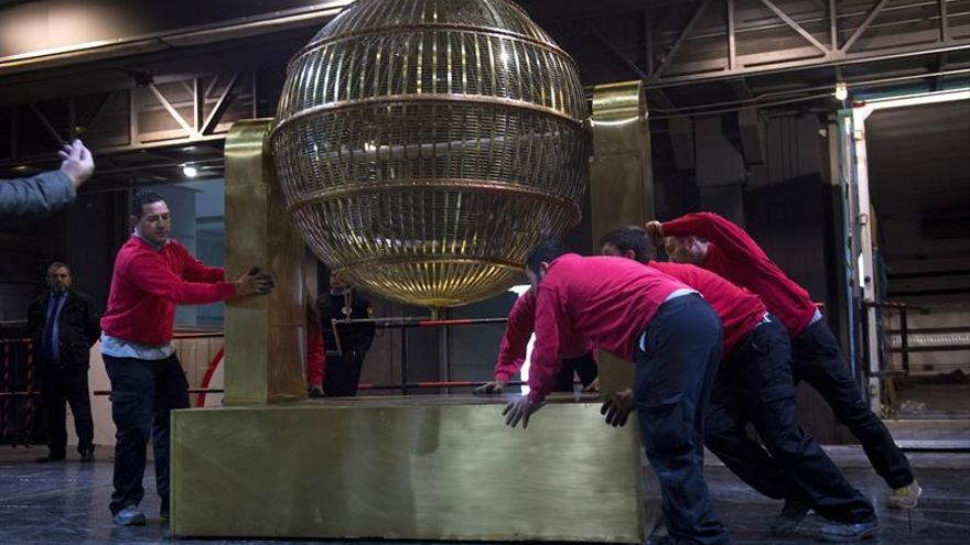 Los bombos de lotería desembarcan en el Teatro Real: comienza la cuenta atrás