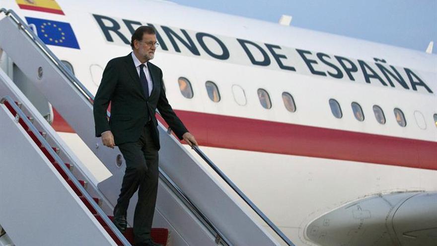 Trump recibe a Rajoy a su llegada a la Casa Blanca