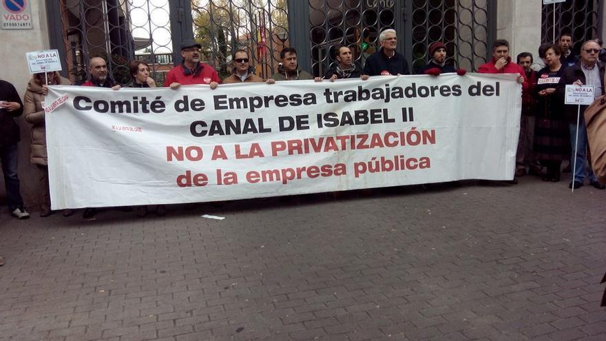 Manifestación contra la privatización del Canal de Isabel II.