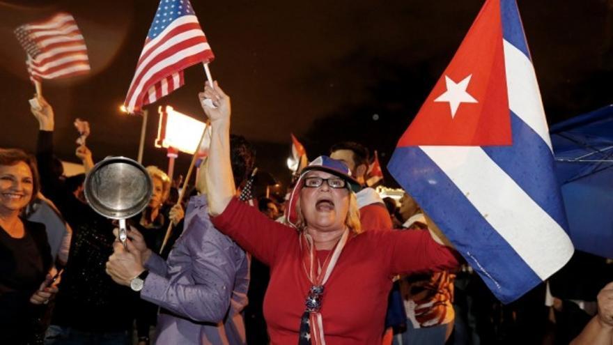 """""""Si La Habana está en la calles, Miami también"""". Biden perdió Florida en las presidenciales de 2020: el electorado hispano prefirió al republicano Trump y le infligió al candidato republicano una derrota aplastante en el sur del estado peninsular que dista solamente 90 millas de la isla de Cuba. bullante en el sur del estado que está por Donald"""