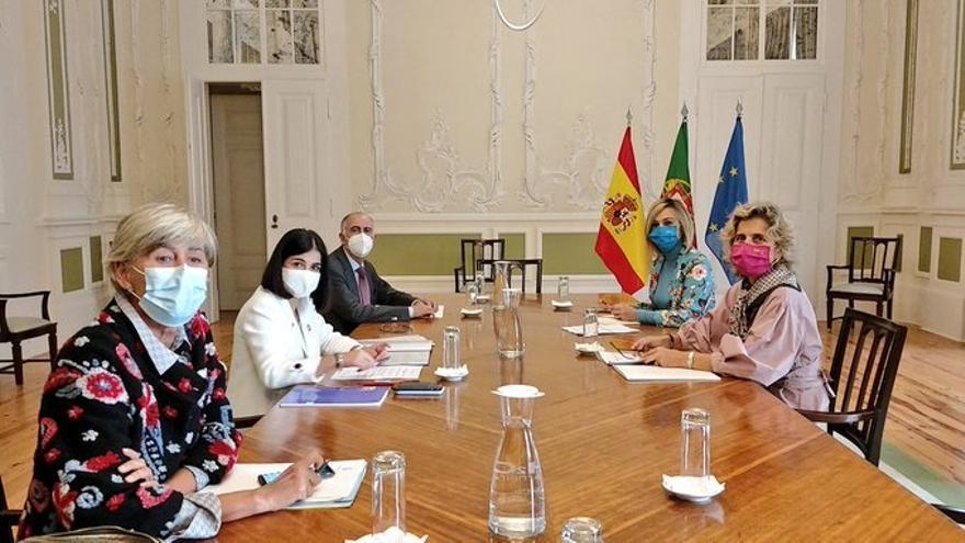 La ministra de Política Territorial y Función Pública, Carolina Darias, en una reunión con el Gobierno portugués.