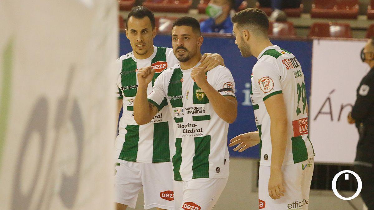 Boyos, Jesús Rodríguez y Saura celebran un gol.