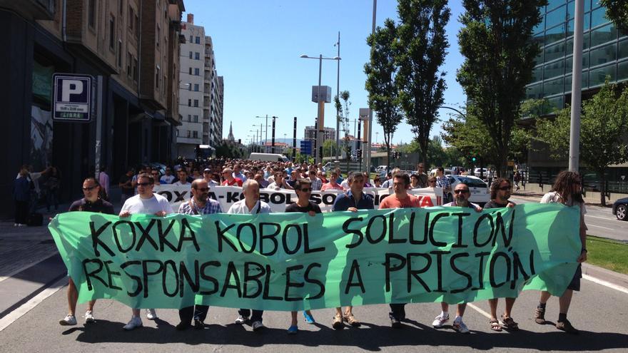 Los trabajadores de Koxka se han manifestado por el centro de Pamplona.