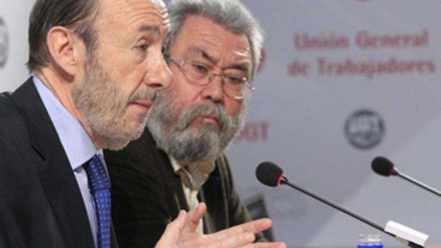 Rubalcaba con Candido Méndez. (EUROPA PRESS)