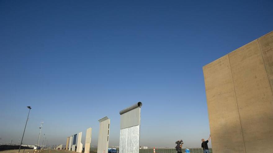 Trump pide 1.600 millones de dólares para 104 kilómetros de muro con México