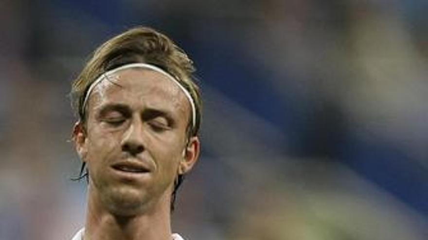 Guti, con un esguince en su tobillo izquierdo, ausente en el entrenamiento del Real Madrid