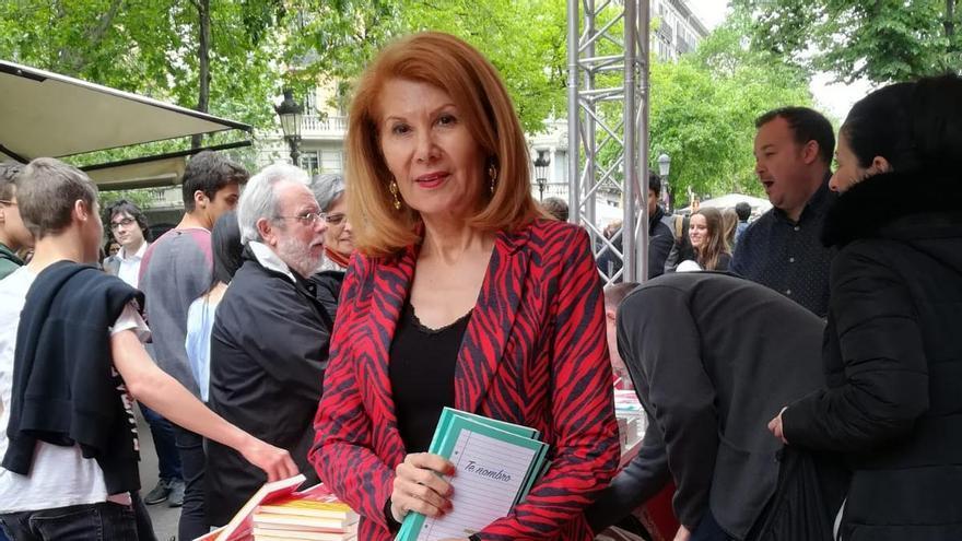 Dolors López, autora de 'Te nombro', durante la pasada feria del libro de Sant Jordi.