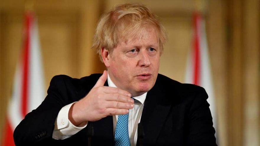 El R.Unido pide a sanitarios retirados que ayuden a combatir el COVID-19