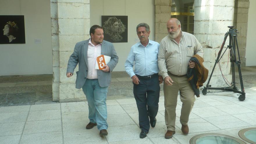 Rubén Gómez (C´s) se ha reunido con Miguel Ángel Revilla (PRC) en el Parlamento.