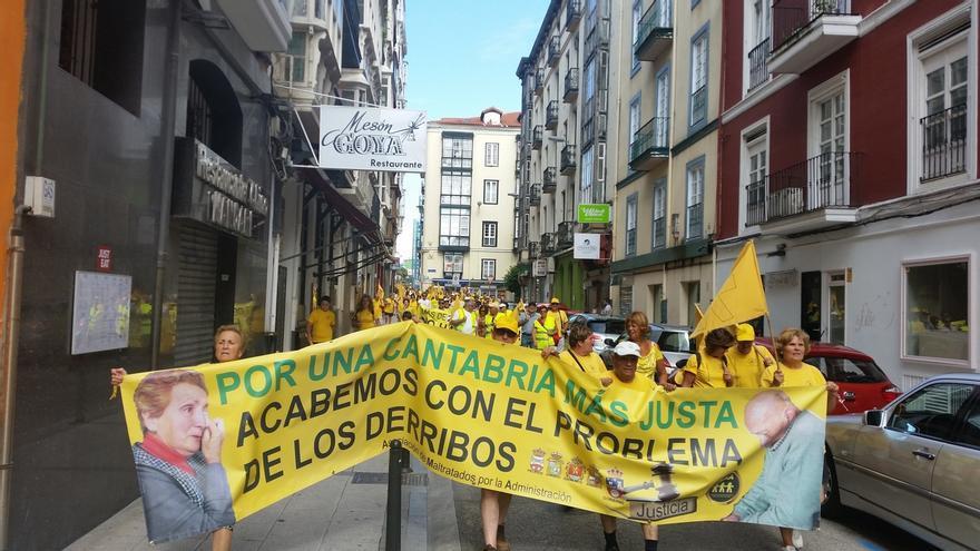 Afectados por derribos piden a Revilla que participe en la XIII Marcha a Santander
