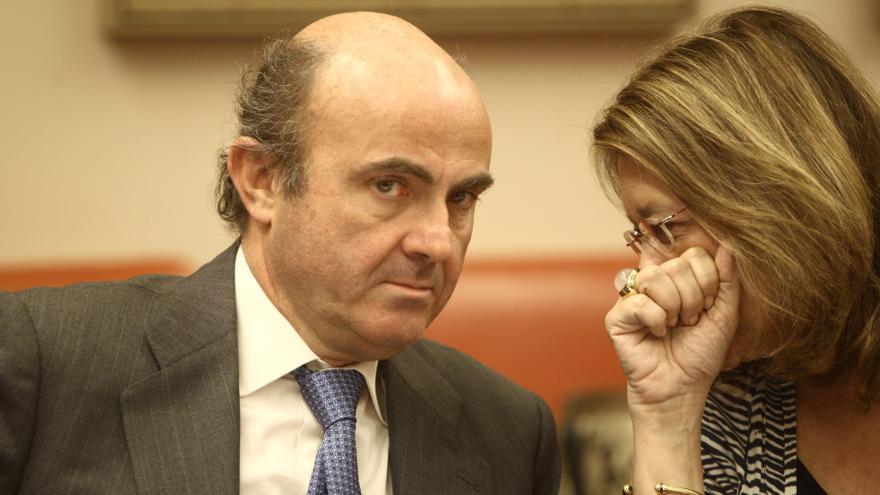 Sáenz de Santamaría alaba la competencia de Rodríguez y Centeno para liderar la CNMV