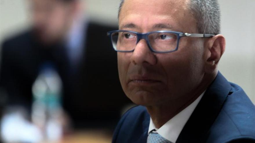 Incertidumbre política en Ecuador ante la negativa del vicepresidente a renunciar