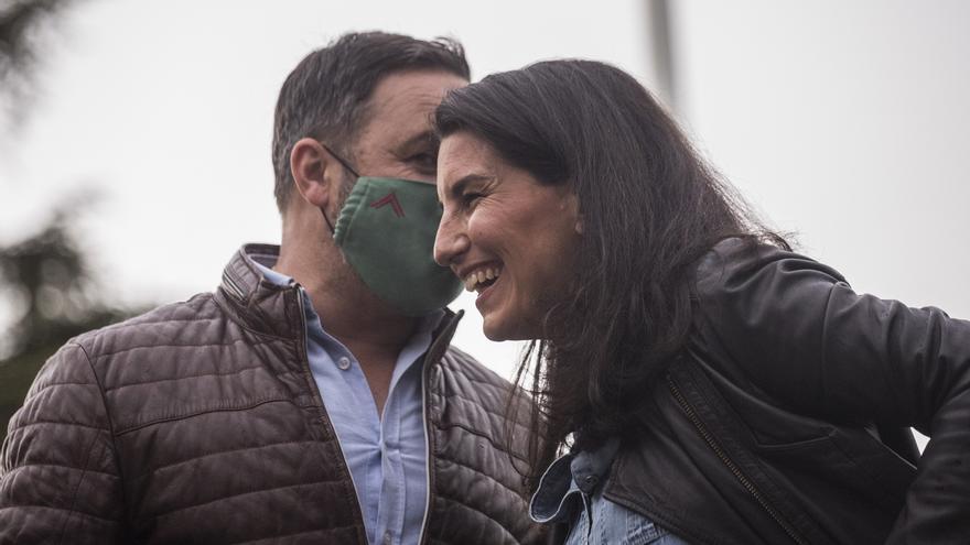 La candidata de Vox a la Presidencia de la Comunidad de Madrid, Rocío Monasterio, y el líder de la formación, Santiago Abascal, en un acto de campaña